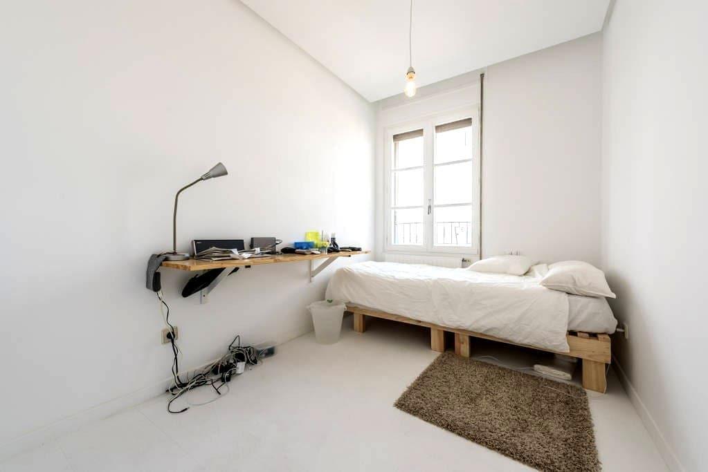 Room in amazing flat 12th floor - Madrid - Hus