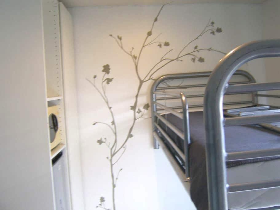 Chambre privée chez l'habitant - Charleroi - บ้าน