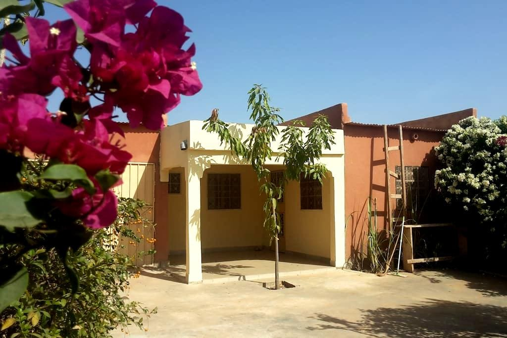 maison indépendante dans un cadre fleuri - Banfora - Huoneisto