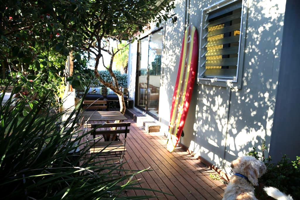 The  Curly Surf Shack - North Curl Curl - Cabana