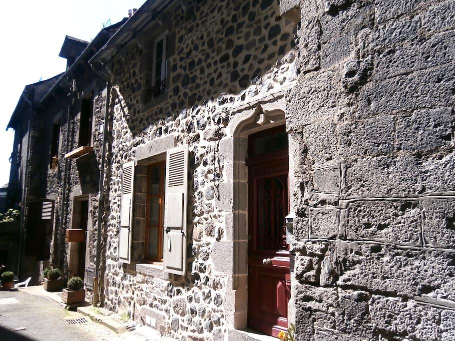 Appartement dans maison village médiéval Murat - Murat