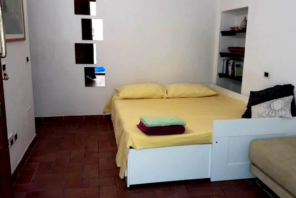 double room with private entrance - Castiglione della Pescaia - Apartamento