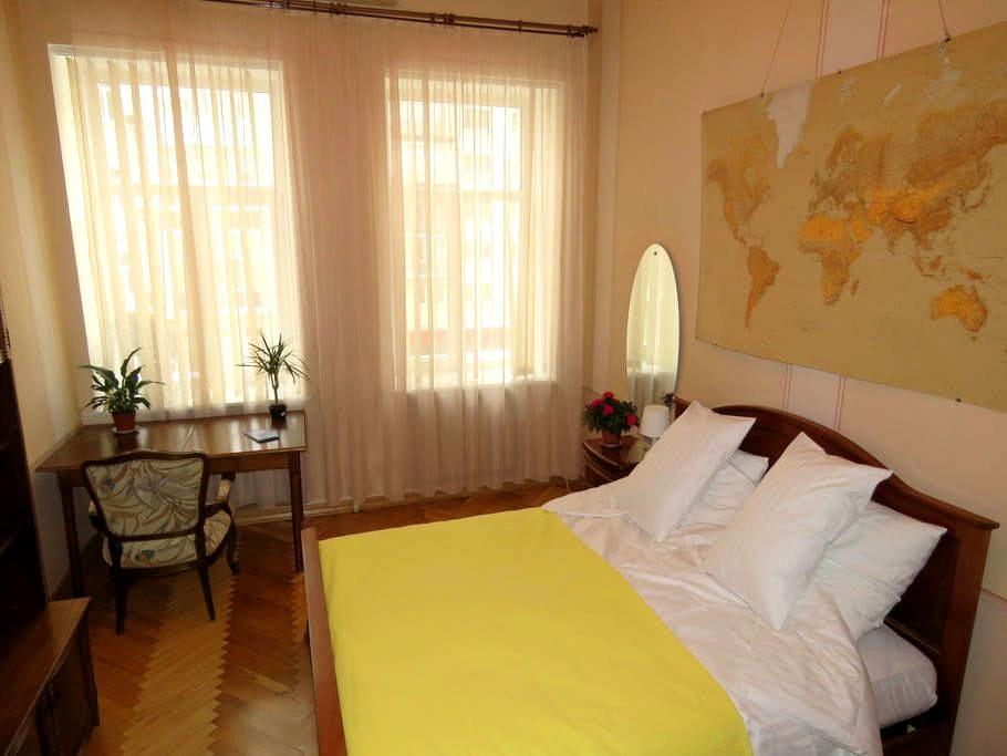 Bright and confortable double bedroom - Kiev - Apartamento