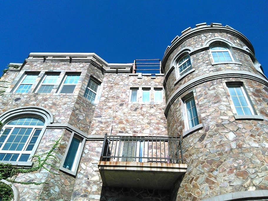 绿茵古堡-地中海房间+早餐 - Jinan - Castle