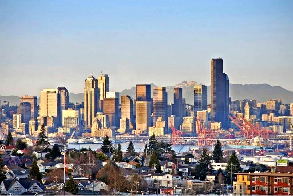 READ THE REVIEWS - ALL OUTSTANDING! - Seattle - Flat