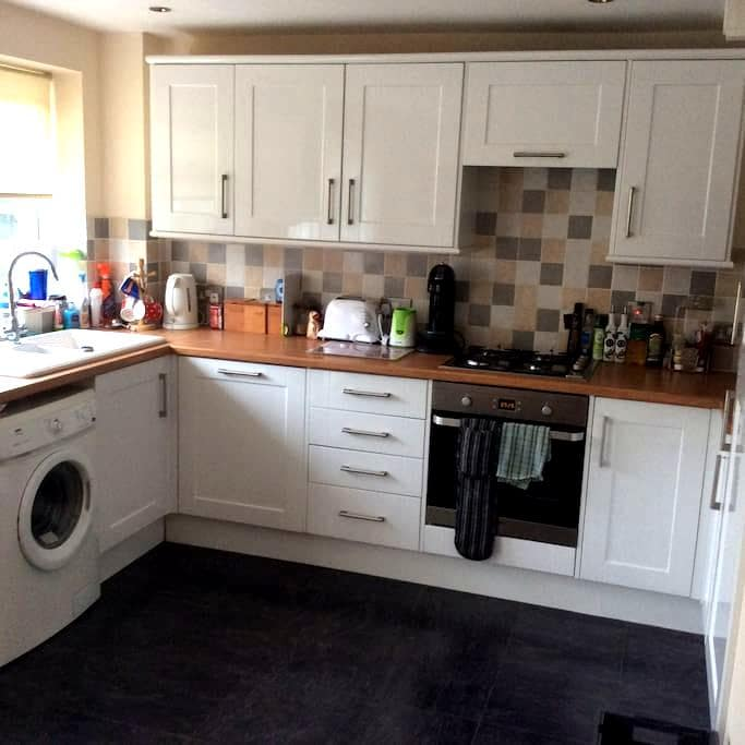 2 Double Bedroom House, Town Centre location - Abingdon - Hus