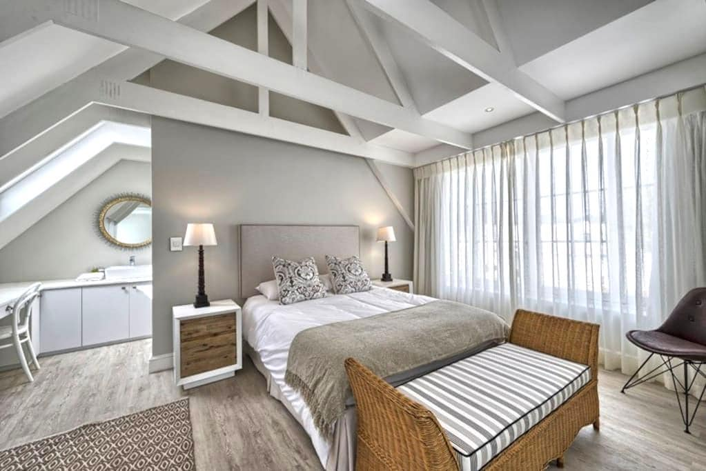 Modern, sunny apartment with great views - Stellenbosch - Serviced apartment