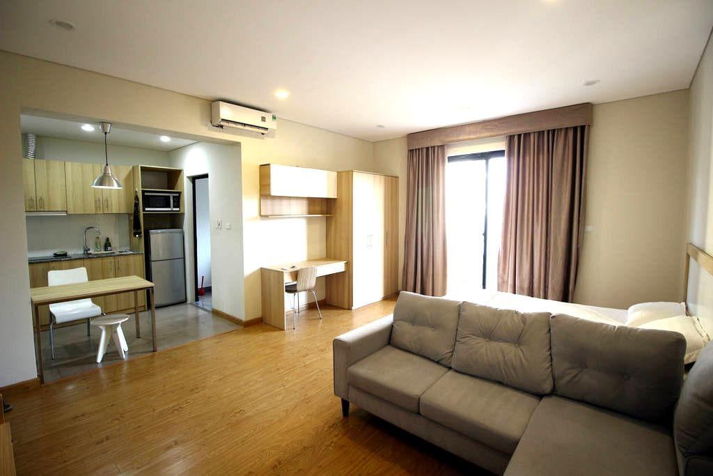 Studio w Kitchen & Balcony, #401 Do Hanh Apartment - Hanoi - Flat