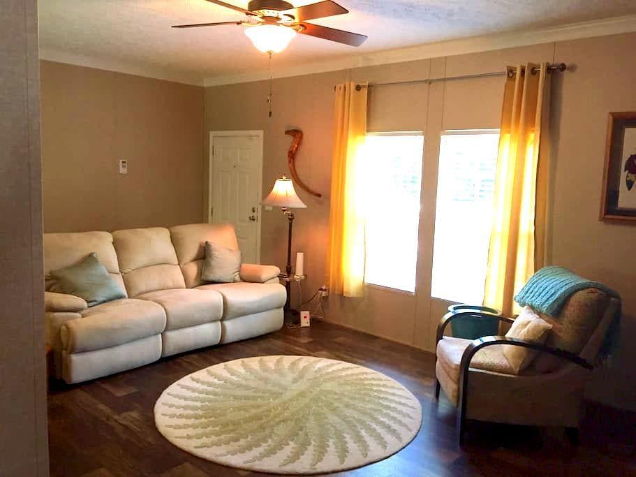 Convenience/Charm in Summerville - Summerville - Casa