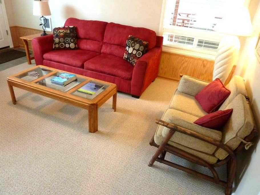 Amazing Ocean Front 1 Bdrm Condo! - Rockaway Beach - Apartment