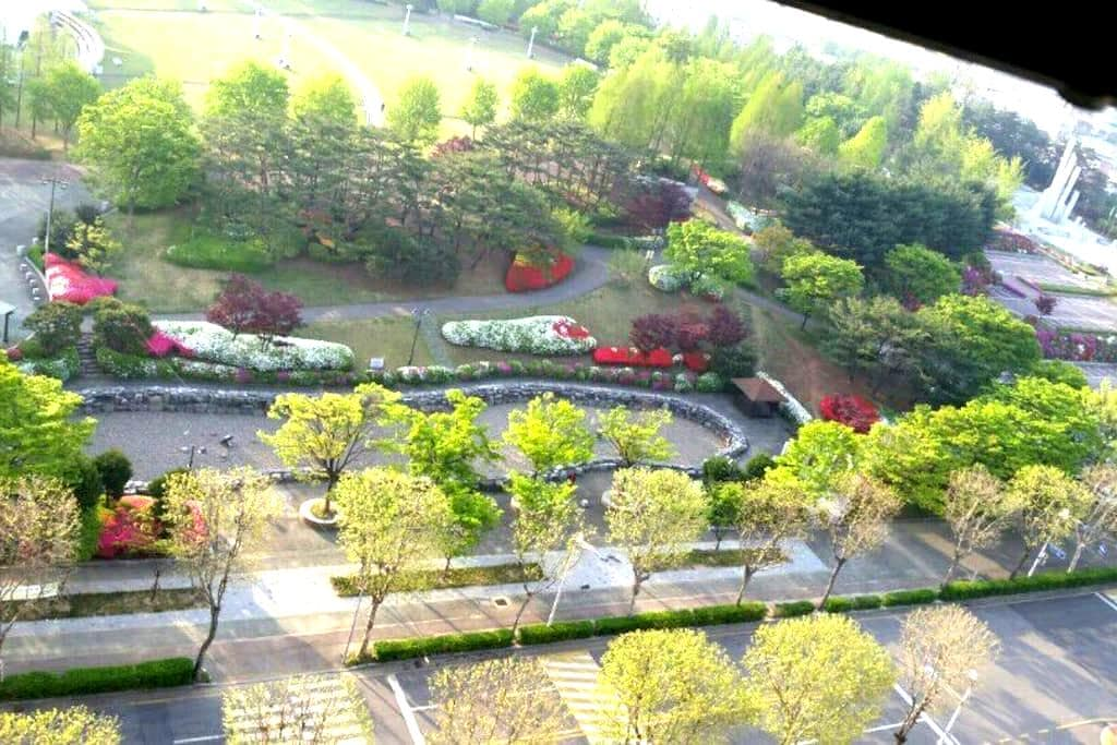 수원의 가장 중심에 위치한 현대식 아파트로 교통의 요지에  위치한 편안한 휴식공간 - 수원시, 경기도, 대한민국 - Leilighet