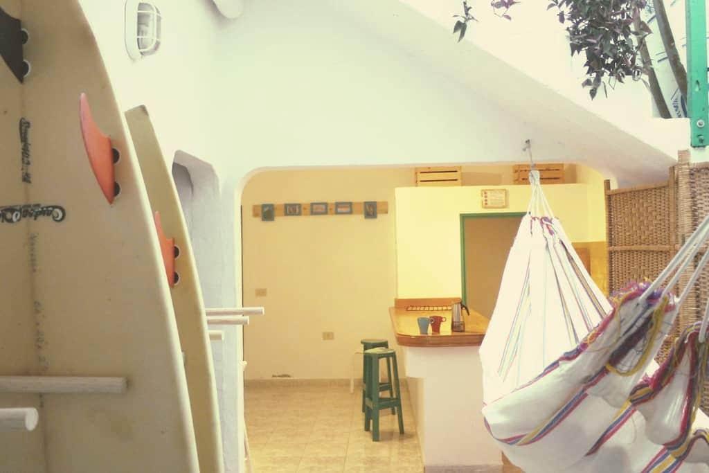 Surf House Famara Beach - Caleta de Famara - Bed & Breakfast