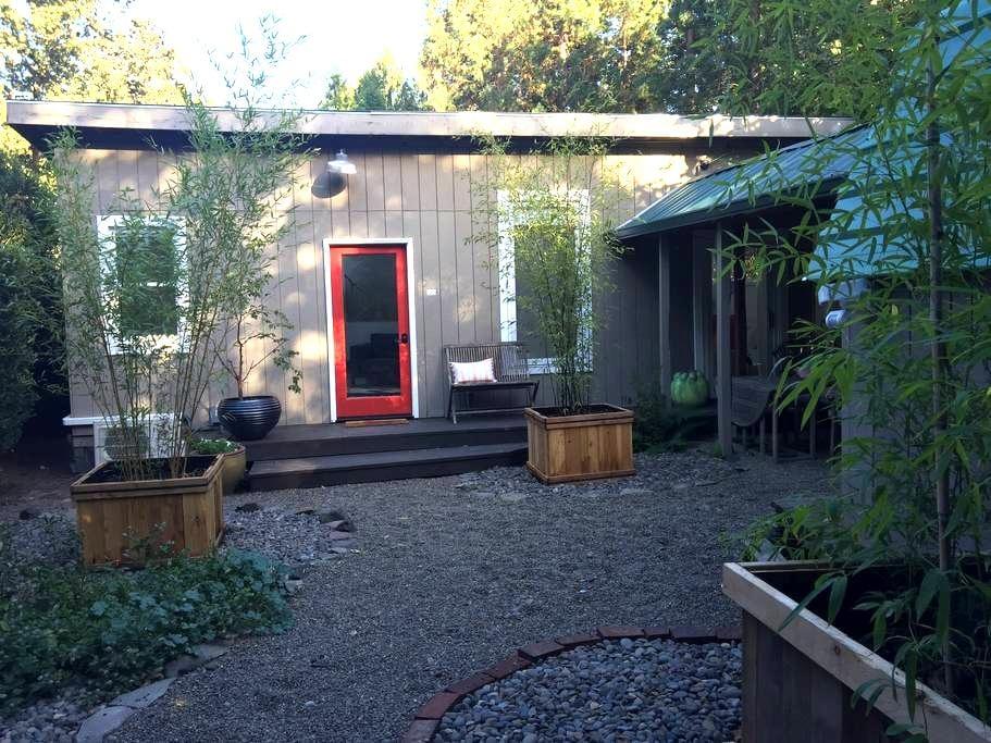 Sunlit Oasis - West Linn - Gästehaus