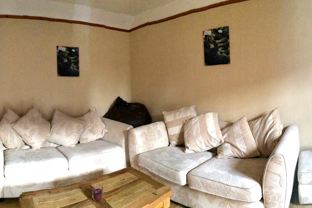 Banchory flat in Royal Deeside - Banchory - 아파트