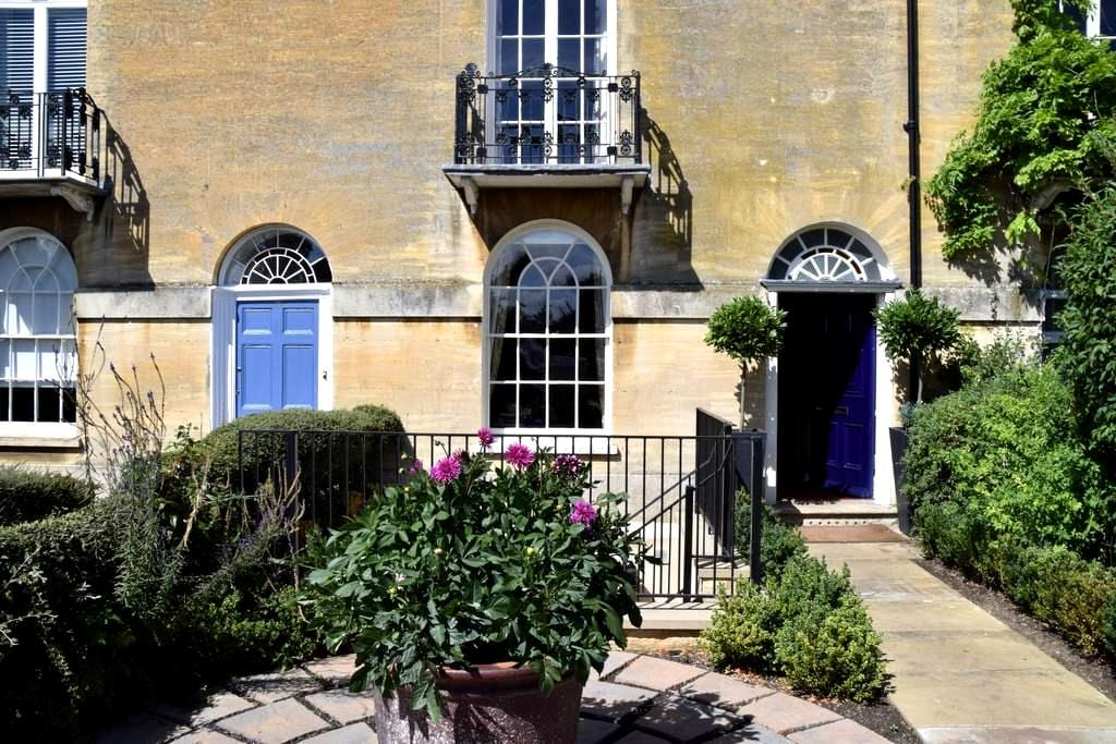 Beautiful Georgian Terraced House, First Floor - Stamford - Wohnung