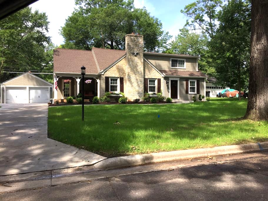 Renovated cottage in Wauwatosa, family friendly! - Wauwatosa - Casa