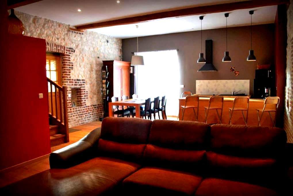 In Fifine, accommodation Artois - Mont-Saint-Éloi - Haus