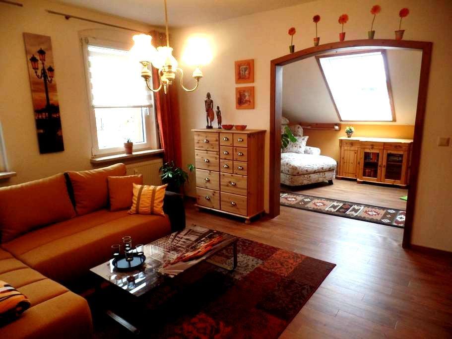 Gemütliche Dachgeschosswohnung mit tollem Ausblick - Wilkau-Haßlau - Daire