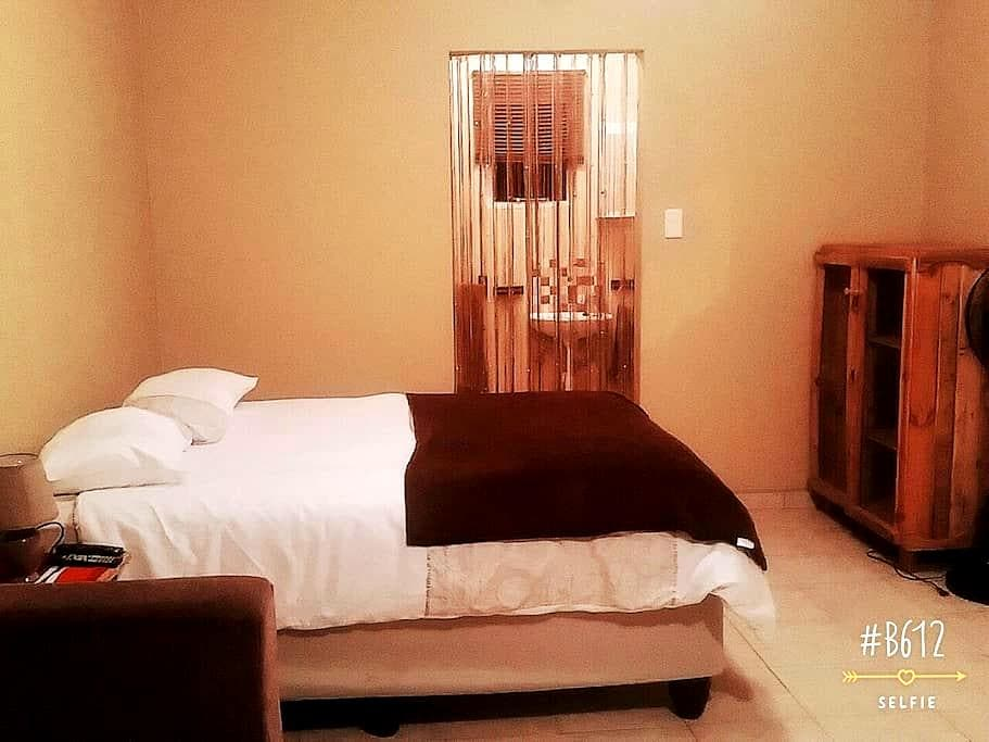 H&T Self Catering - Windhoek - Altres