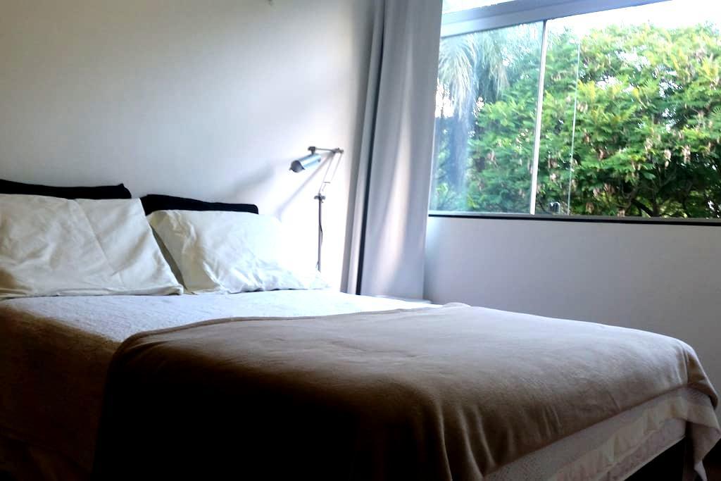 Quarto confortável em apartamento bem localizado. - Brasília - Appartement