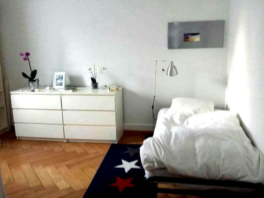 Cheap room 8 min from main station - Zurique - Apartamento