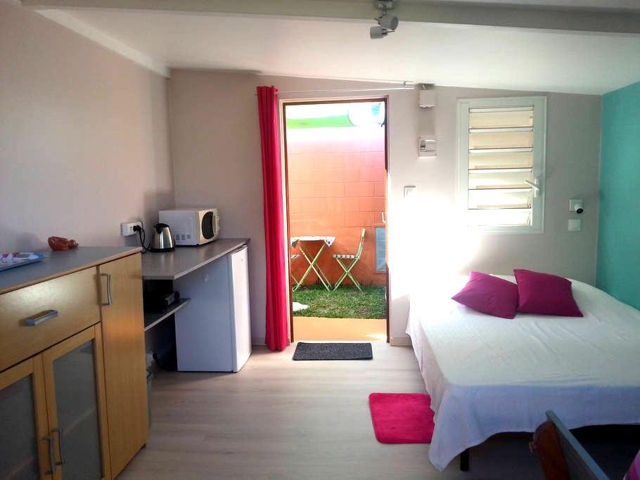 charmant bungalow  avec jardin et parking  privé