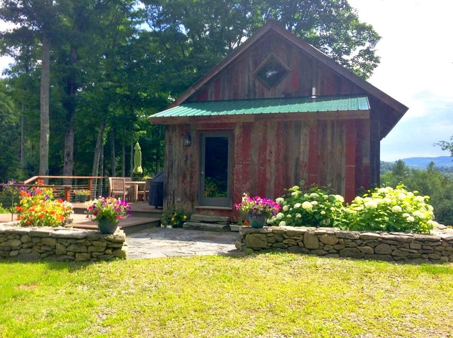 Vermont Treehouse - Romantic Private and  Elegant - Londonderry