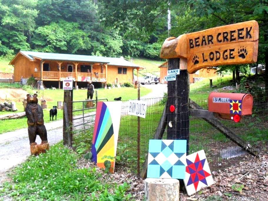 Bear Creek Lodge, Breakfast & Bunny Rabbits - Powell - Hus
