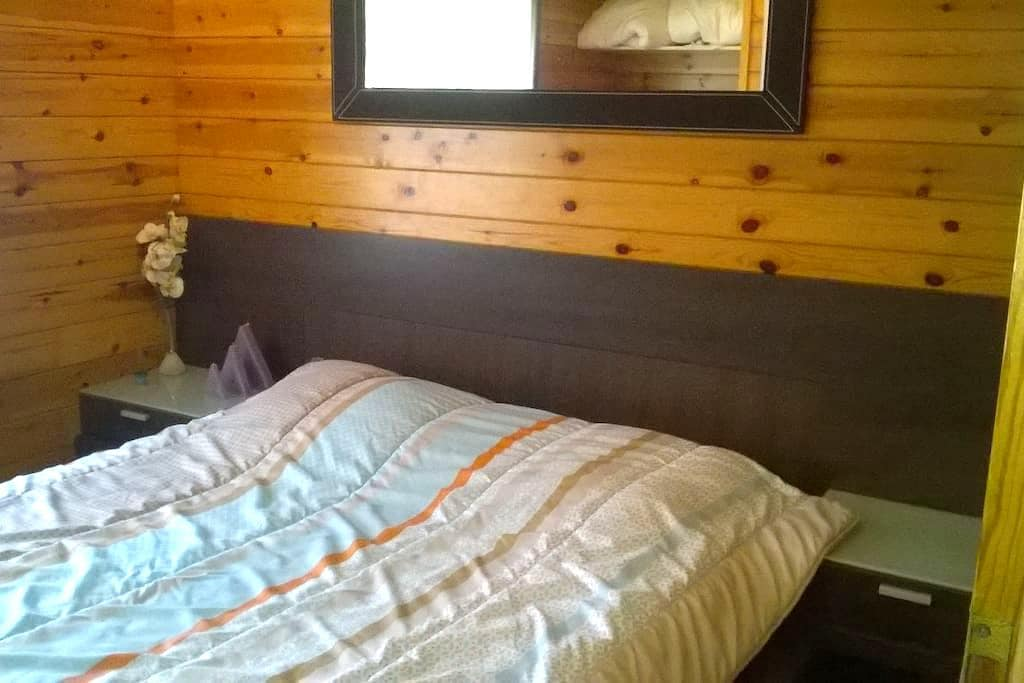 gezellige kamer met tweepersoonsbed - HOUWAART