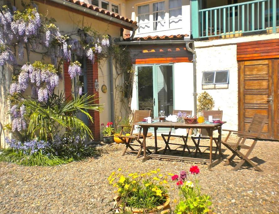 Chambre d'hotes - Plaisance du Gers - ที่พักพร้อมอาหารเช้า