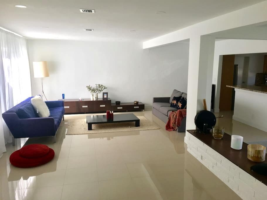 Private Room In Beautiful House - North Miami