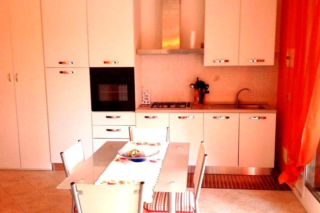 Appartamento in villa ad uso vacanze - Imperia - Flat