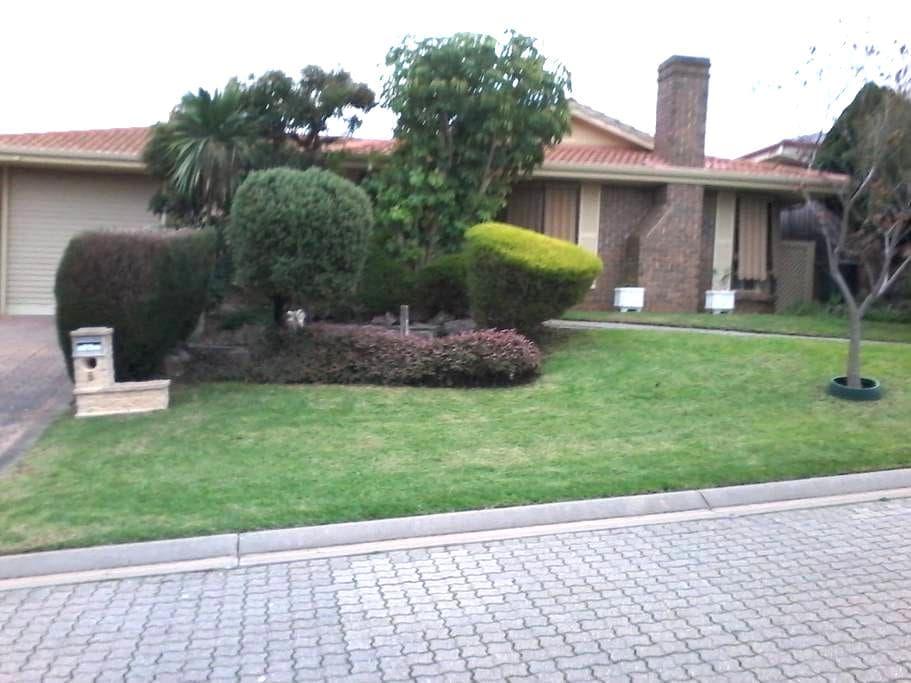 Wynn Vale House in quiet cul de sac - Wynn Vale - 獨棟