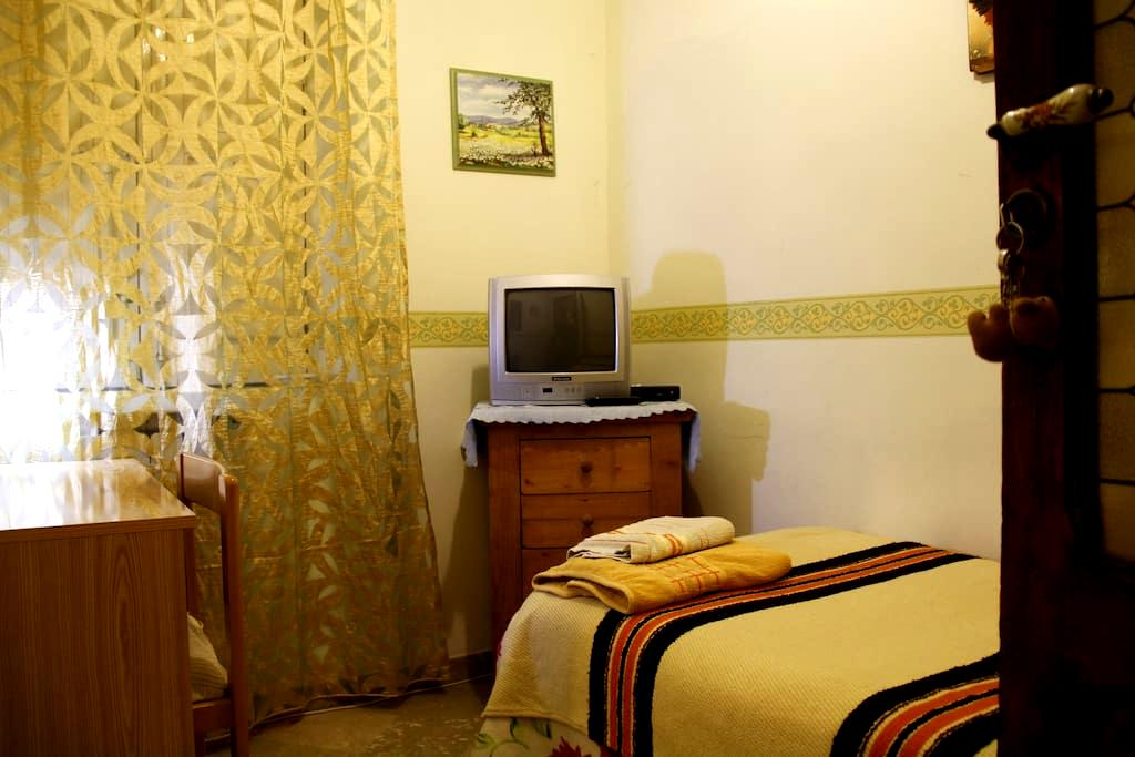 KLEINE ZIMMER IN CITY CENTRE - Agrigento - Bed & Breakfast