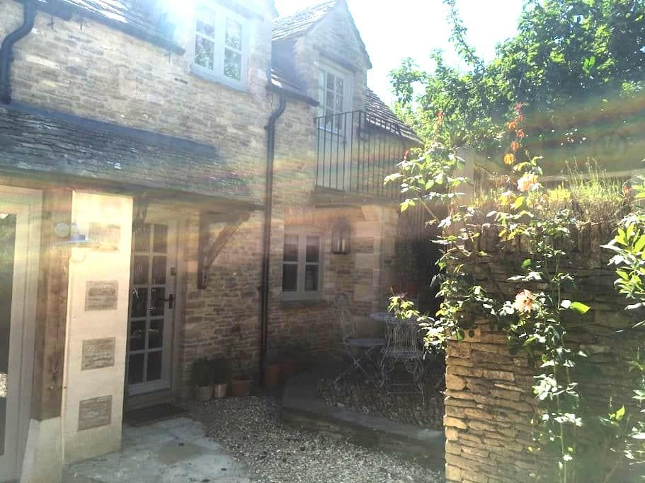 Boutique cotswold luxury in self-contained cottage - Southrop - Konukevi