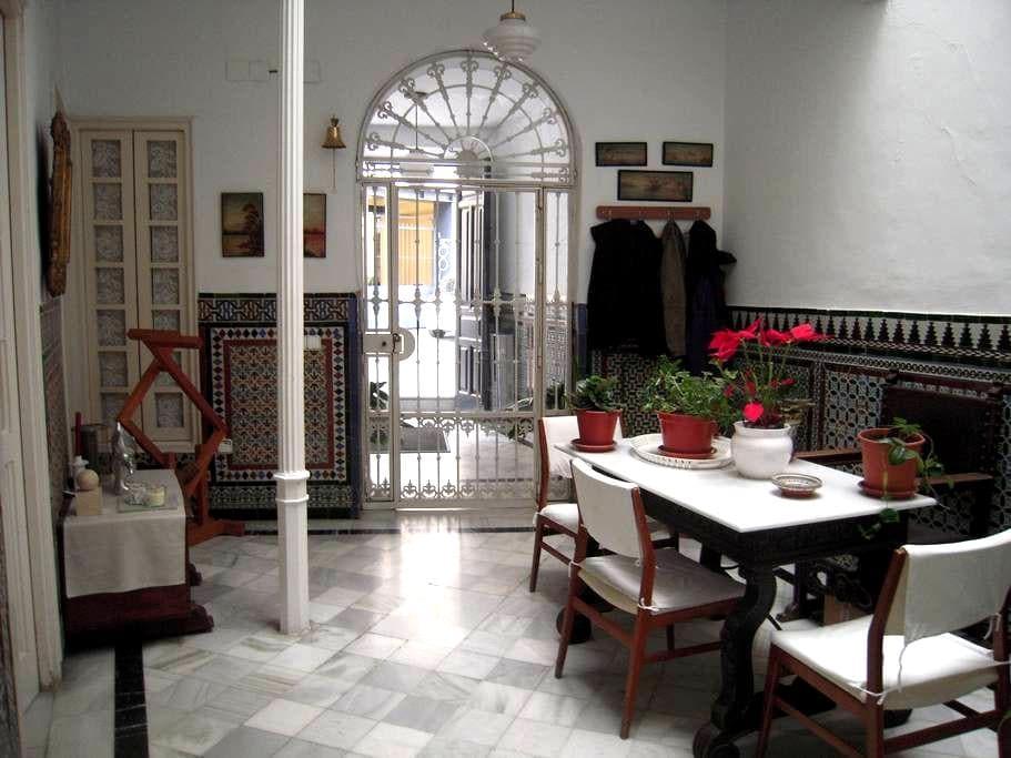Acogedora y tranquila habitación en pleno centro - Seville - House