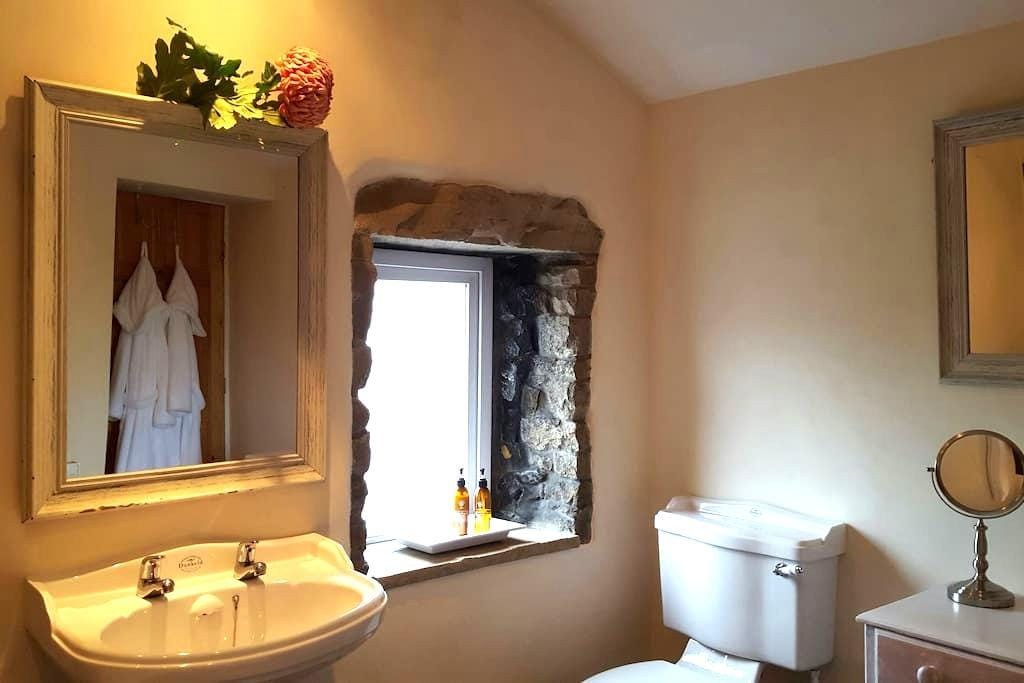 Charming Roomy 18th Century Cottage - Barrow - Casa