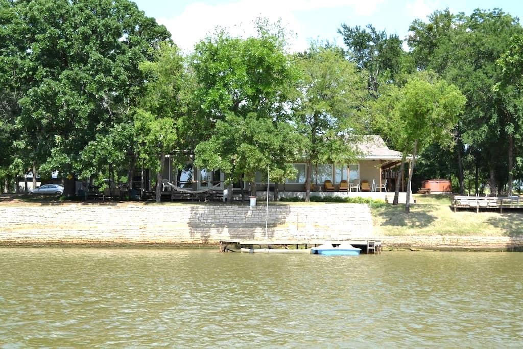 RIVER FRONT VACATION HOME (Strict 18 Max person) - Weatherford - House
