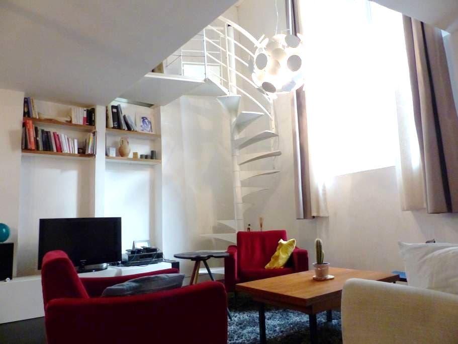 Spacious & modern two floors apt near Belleville - Paris