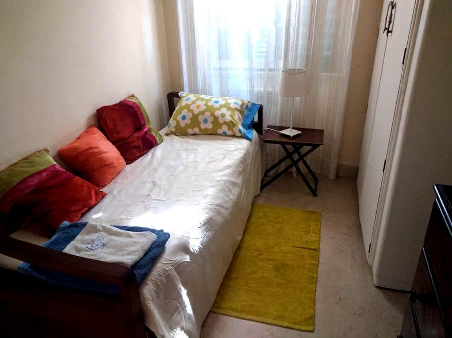 Private Room + Kitchen and Living room - Lisboa - Ház