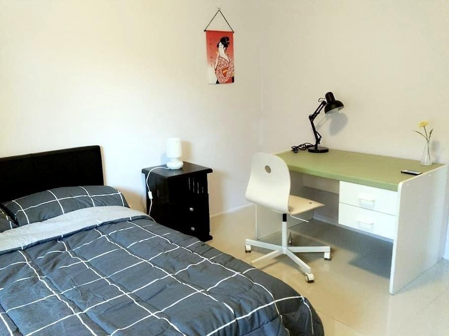 Private room- Local house near Brisbane city - Eight Mile Plains - 獨棟