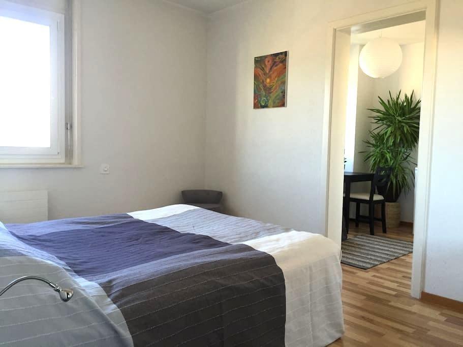 Belle Chambre, petit salon, entrée indépendante - Yverdon-les-Bains - Selveierleilighet