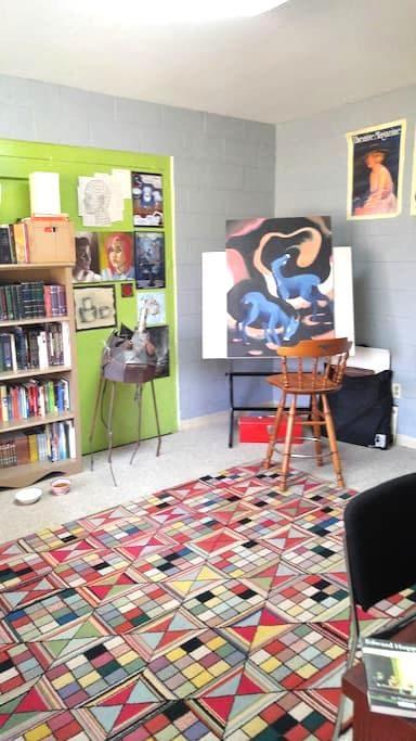 Guest room in peaceful Oak Ridge - Oak Ridge - Apartment