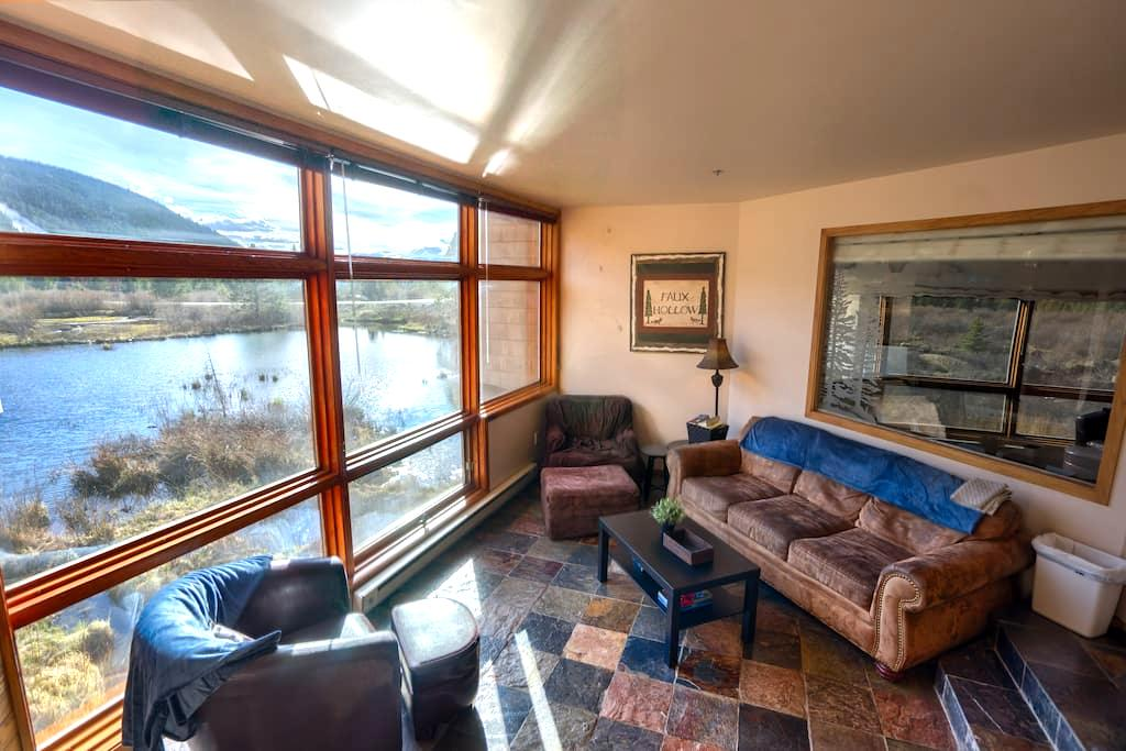 Heart of Keystone with a Great View - Keystone - Apartment