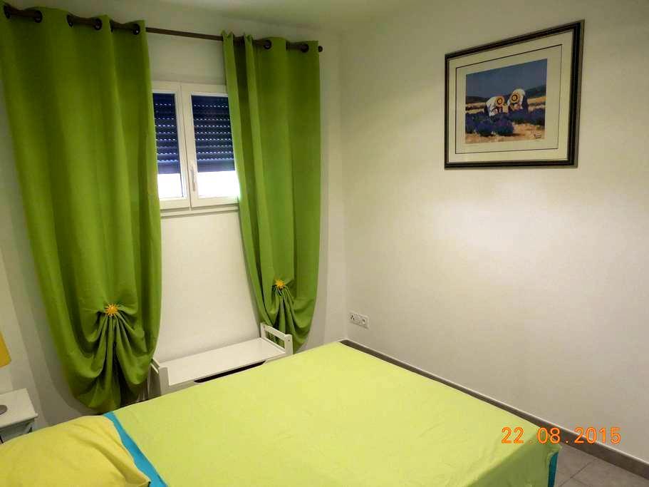 Chambre climatisée avec Petit Dej - Canohès - Casa