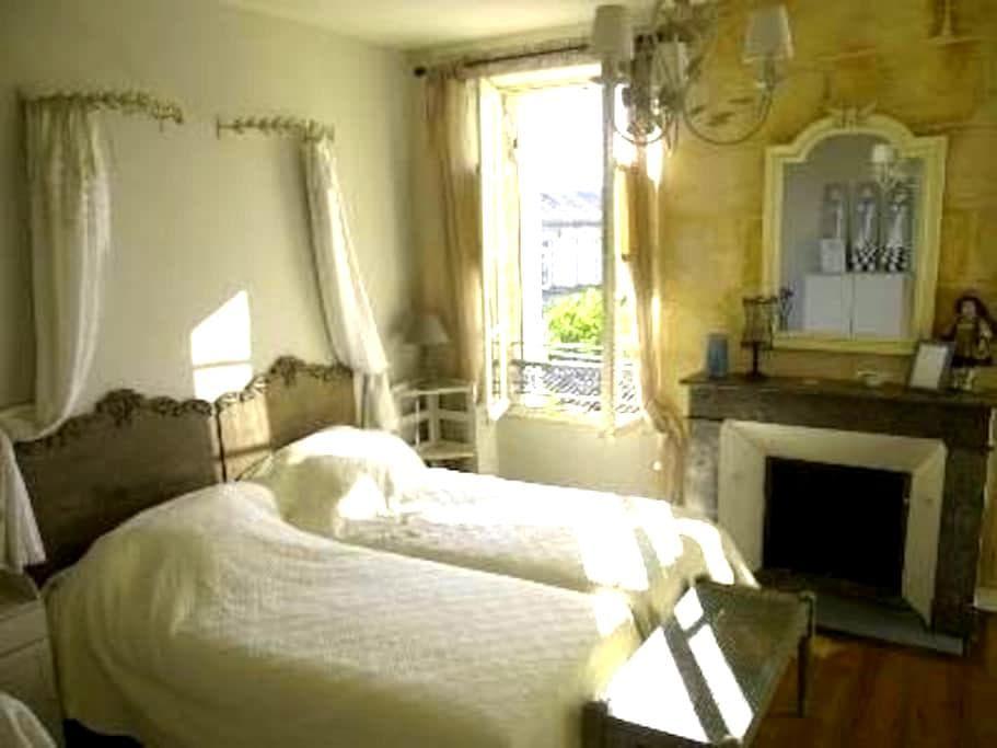 """Chambres d'hôtes """"les galantes"""" - La Réole - 住宿加早餐"""