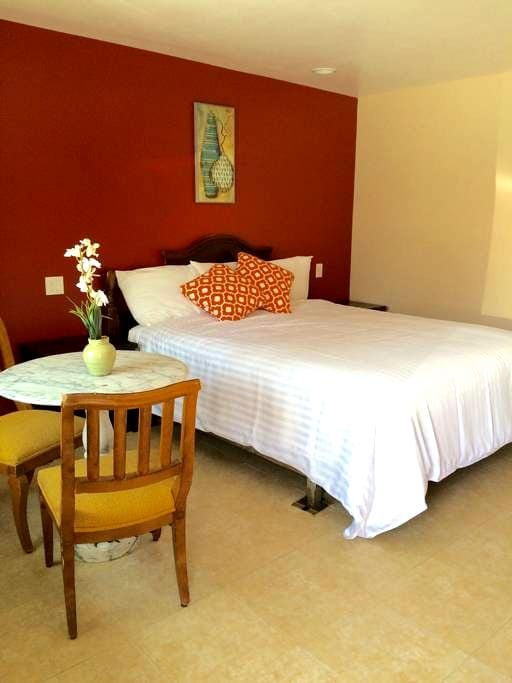 *NEW* Flamingo Motel Suite #112 - Lynwood - Huoneisto