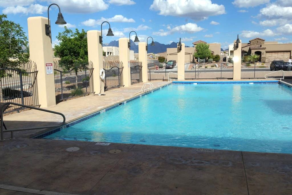 Gated Resort Home w Pool  and Clubhouse - Las Cruces