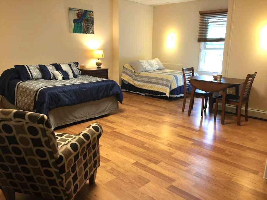 The Sanctuary B&B - Room 103 - Ellsworth - Bed & Breakfast