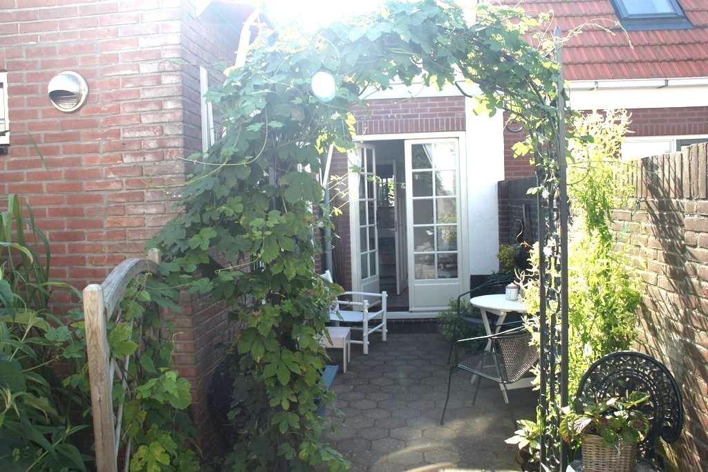Spacious&bright house,near the sea! - Zandvoort - Chalet